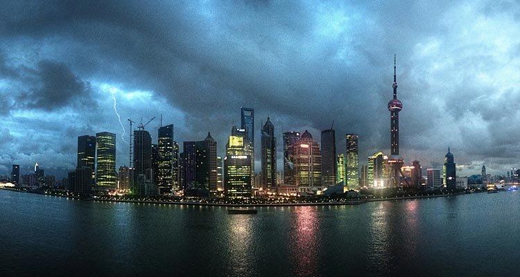 Shanghai_skyline_at_night,_panoramic._China,_East_Asia-2